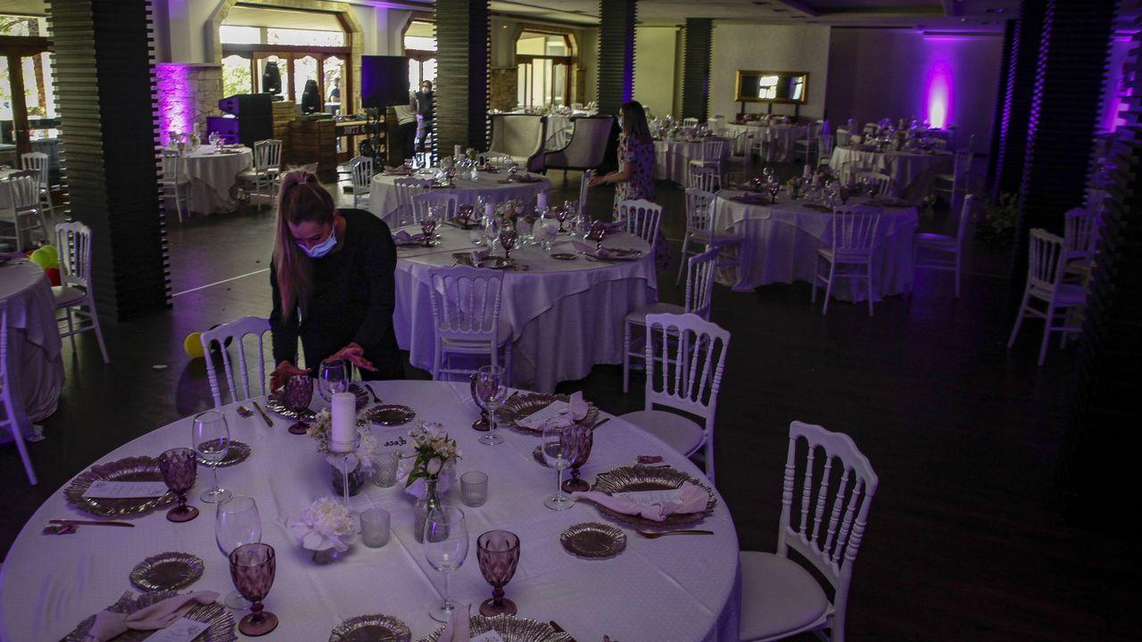 <span lang= gl >¡Mira aquí as fotos da gala de Olloboi en Boiro!</span>.Restaurante Chicolino de Boiro