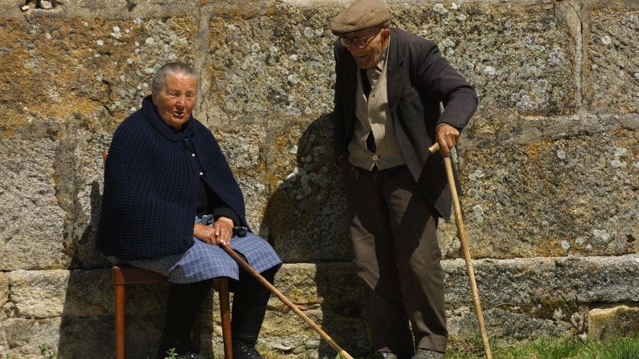 Couto mixto.OS MIXTOS: Así se llamaban a sus vecinos. En envejecimiento de la población es uno de los mayores problemas de este insólito rincón arraiano. «Estamos entre a zona máis pobre de Galicia e a máis pobre de Portugal», dice Cesáreo González
