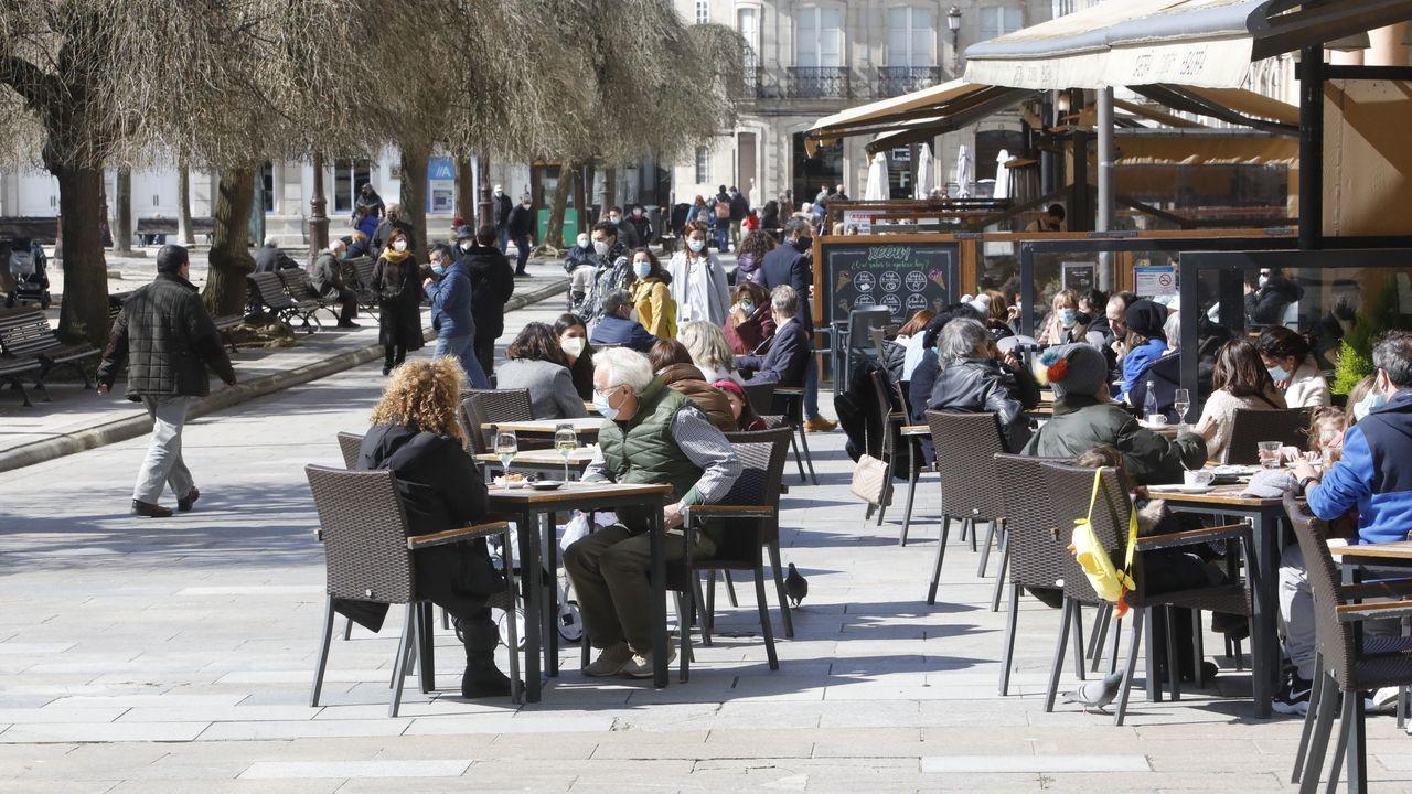 Pisos y casas que la Sareb ha rebajado Lugo.Las terrazas del centro de Lugo se han vuelto a llenar con el buen tiempo y la apertura de horarios