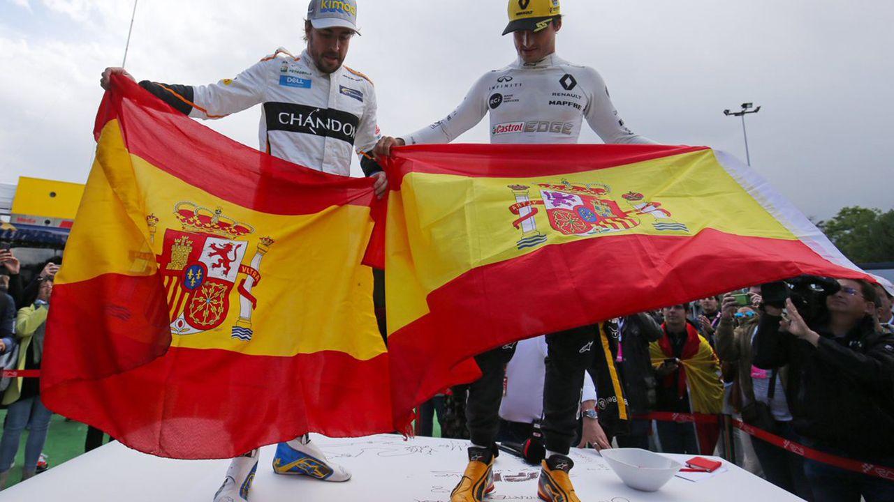 Marco Antuña, de la Asamblea de Trabajadores, interrumpe la rueda de prensa de Fitur y explica las reivindicaciones de los trabajadores del Reconquista.Fernando Alonso y Carlos Sainz posan con la bandera de España