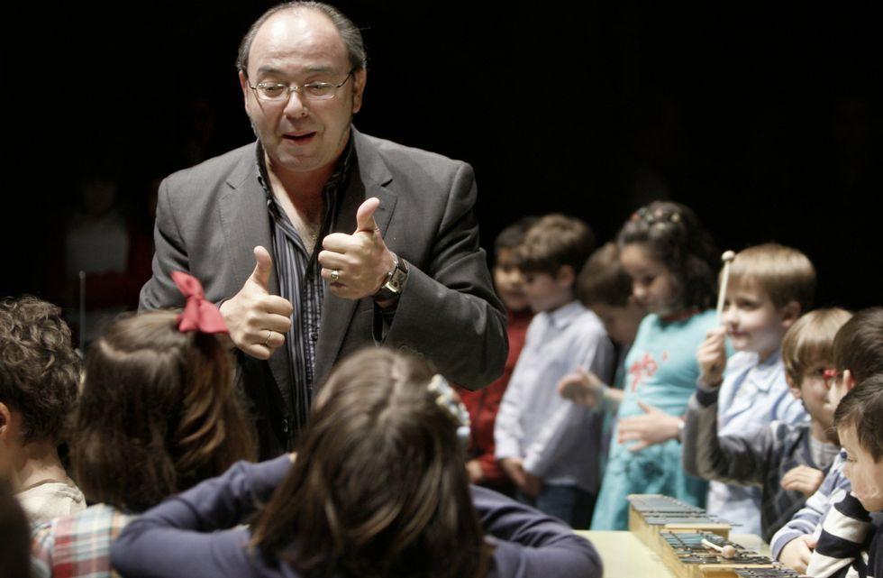 Comesanha compaxina o seu labor docente coa dirección de banda, coral e presidencia dos compositores.