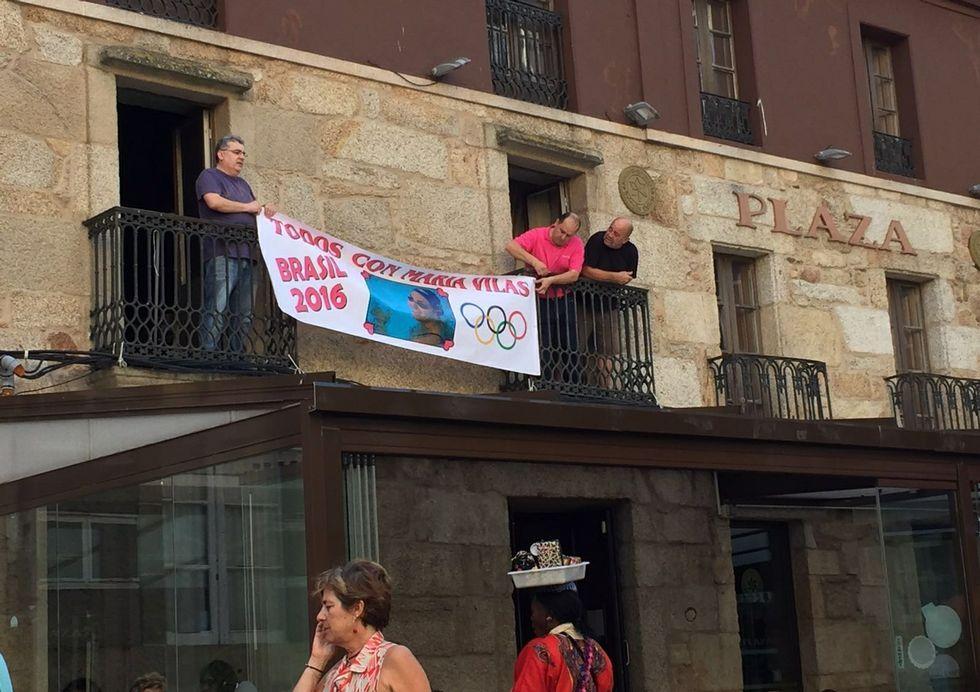 María Vilas pasa una mañana con losdeportistas del campus del Club Natación Ribeira