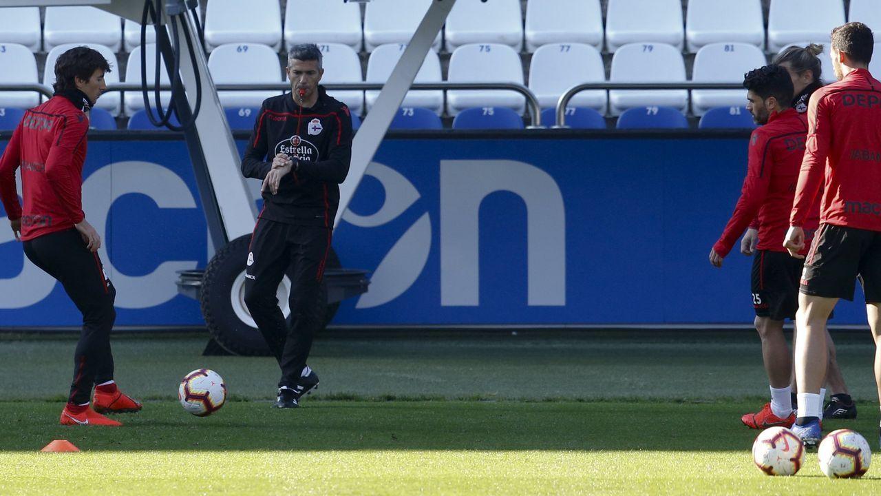 El Numancia - Dépor en imágenes.Icónica fotografía en la que el portero del Valencia González detiene el penalti lanzado por Djukic