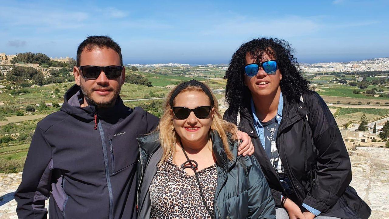 Julio de la Torre y las monfortinas Lourdes Álvarez y Mónica Jacobo, este viernes en Malta