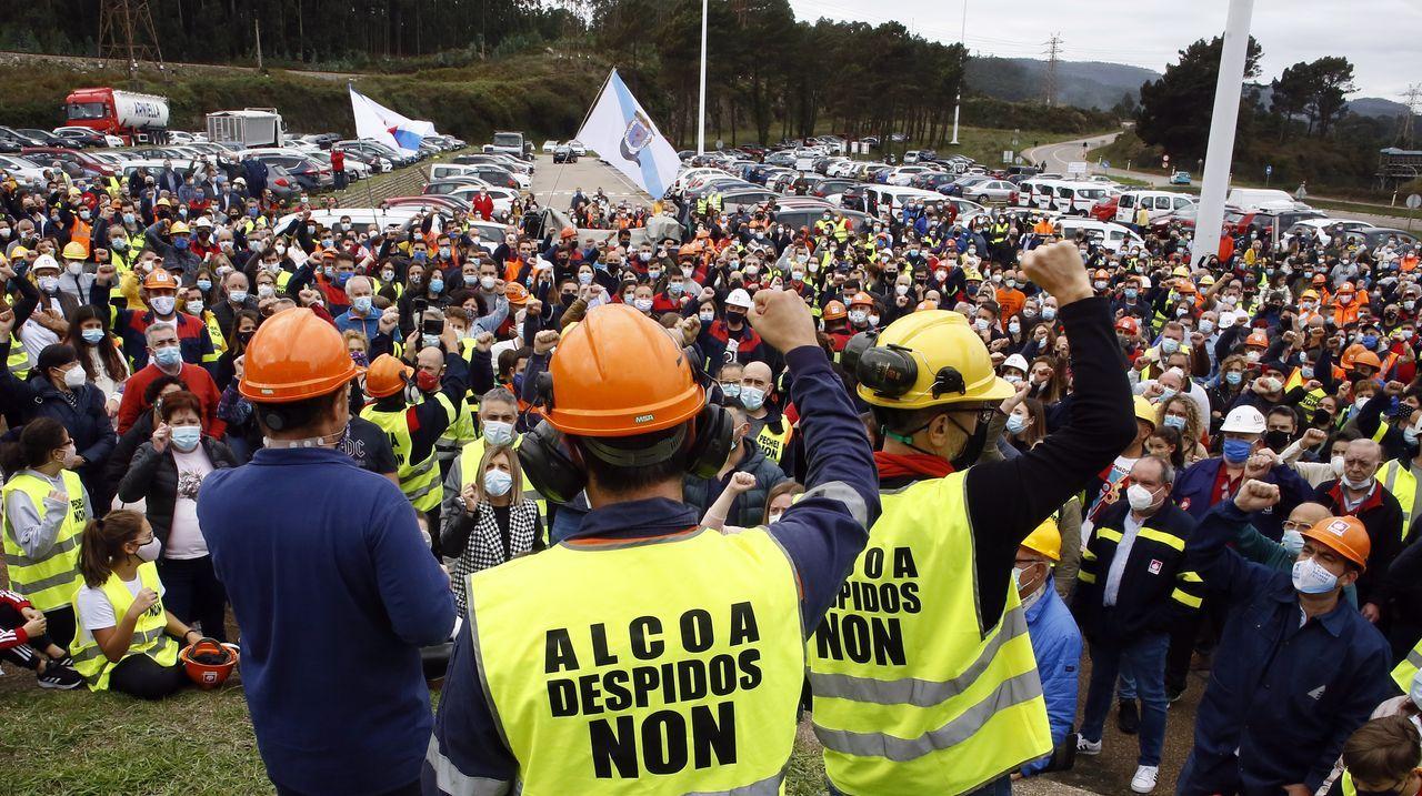 Imagen de la vista celebrada en el TSXG: a la derecha, los abogados de Alcoa; a la izquierda, los de los sindicatos; de espaldas, los del Ministerio de Industria y la Xunta