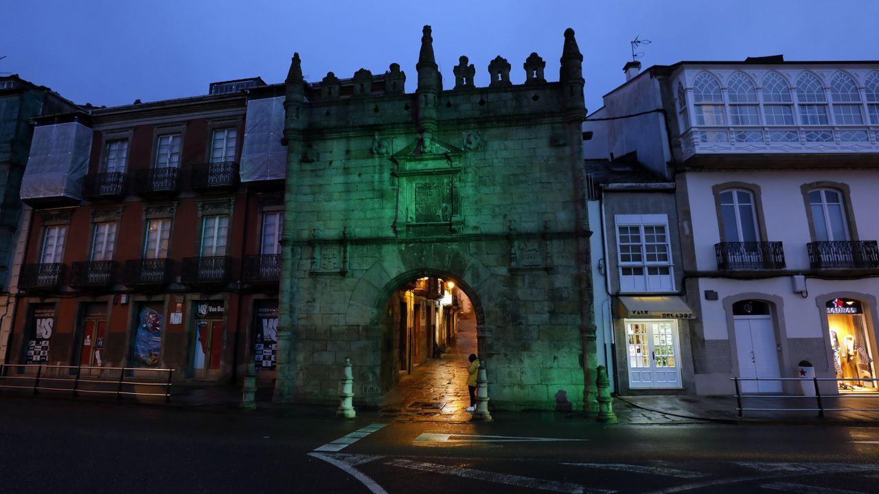 Así fue la emotiva inauguración del nuevo O Pinguel: ¡las imágenes!.La Porta de Carlos V, de Viveiro, iluminada de verde por el Día Mundial Contra el Cáncer