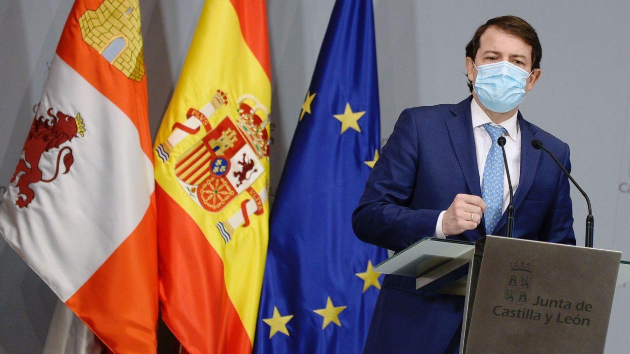 Ayuso comparece trasromper con Cs y convocar elecciones anticipadas en Madrid.El presidente de la Junta de Castilla y León, Alfonso Fernández Mañueco