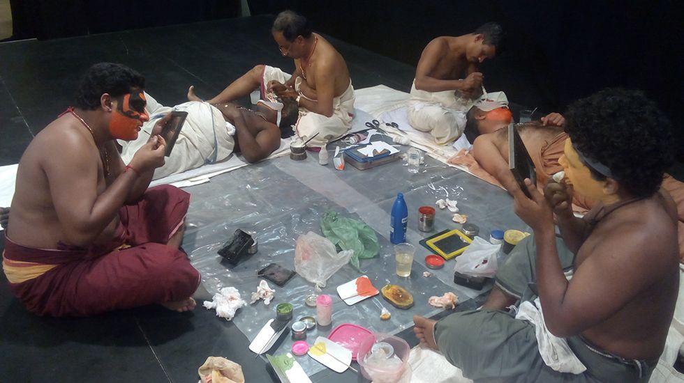 Maquillaje para la obra Kijote Kathakali