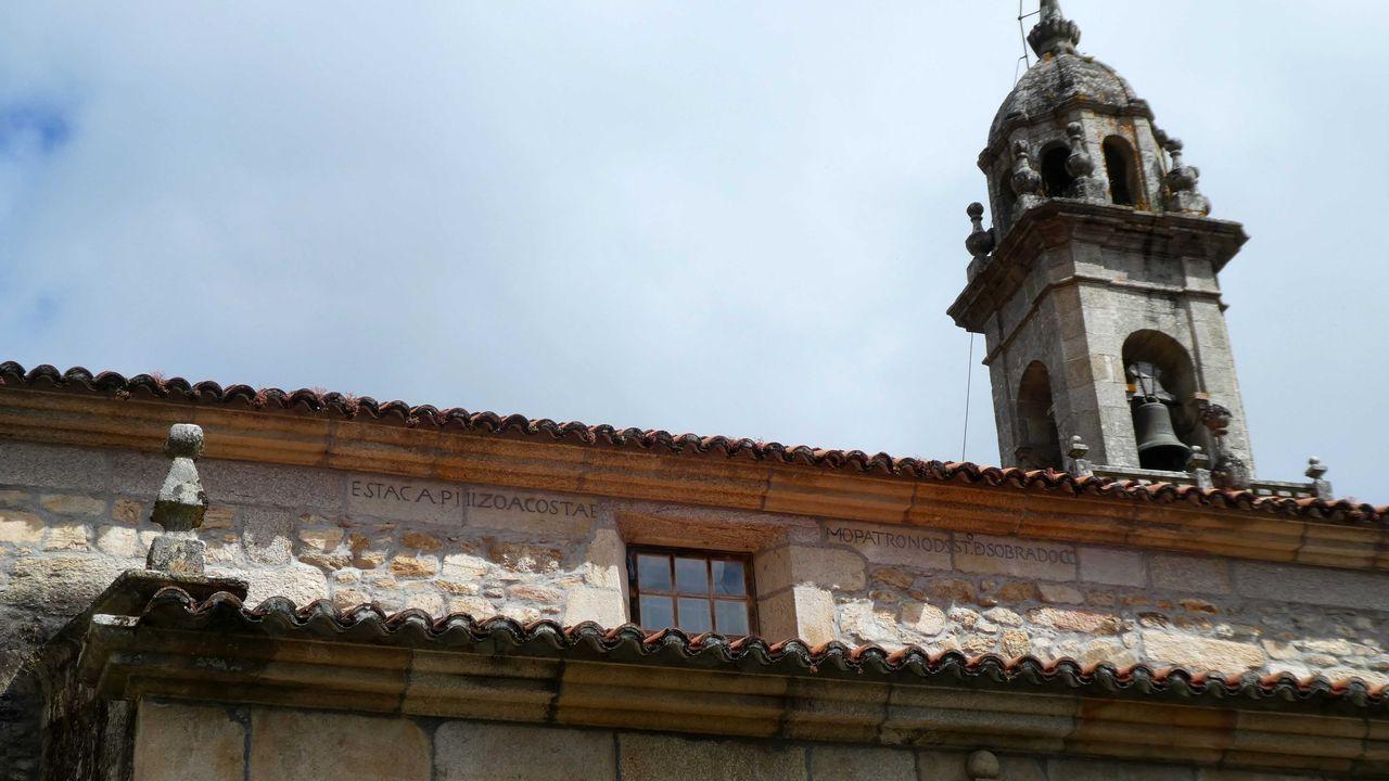 La iglesia de San Paio cuenta con una gran torre y es parada obligada