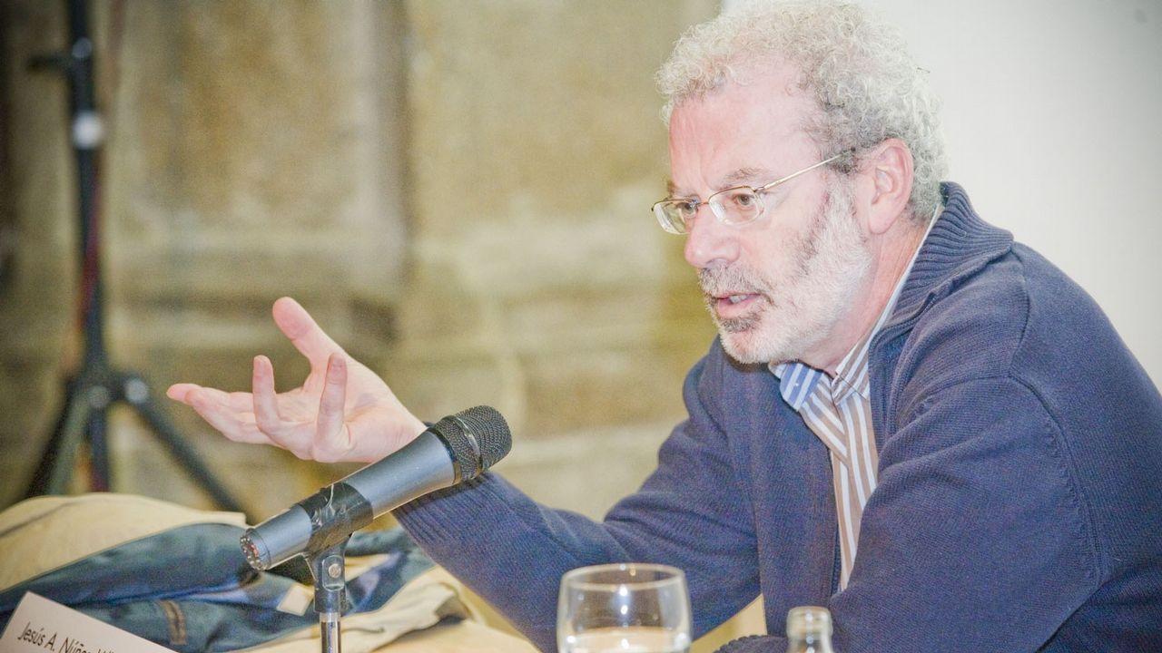 Las imágenes de la visita a Jim Sports, en Palas.El secretario general de Oxfam, José María Vera, apesadumbrado, en el momento en el que comunicó que en la filial de España también tenían constancia de abusos
