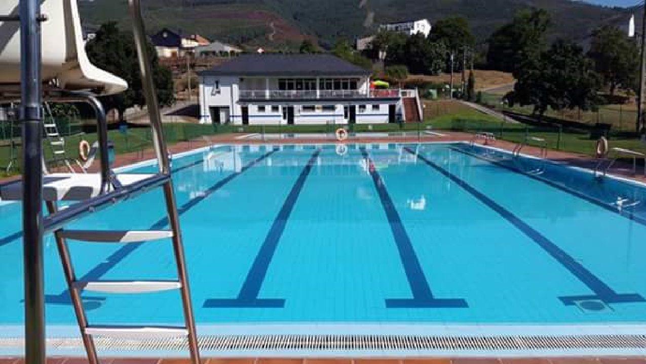 En el recinto de las piscinas se aplican todas las medidas de seguridad sanitaria establecidas por la Xunta, según el gobierno local