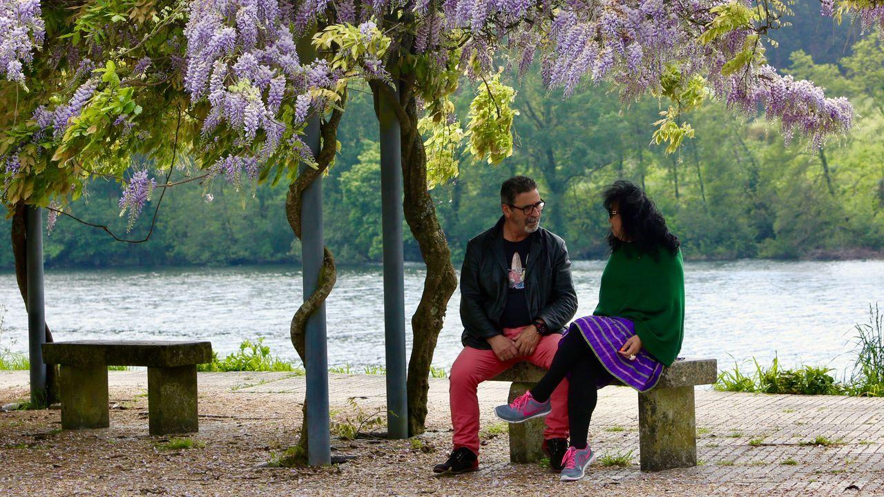A 400 metros de Galicia, hay otro aire.Isabel Barreto recibe por primera vez en dos meses a unos familiares, a través de un cristal, en la residencia de Montijo donde vive