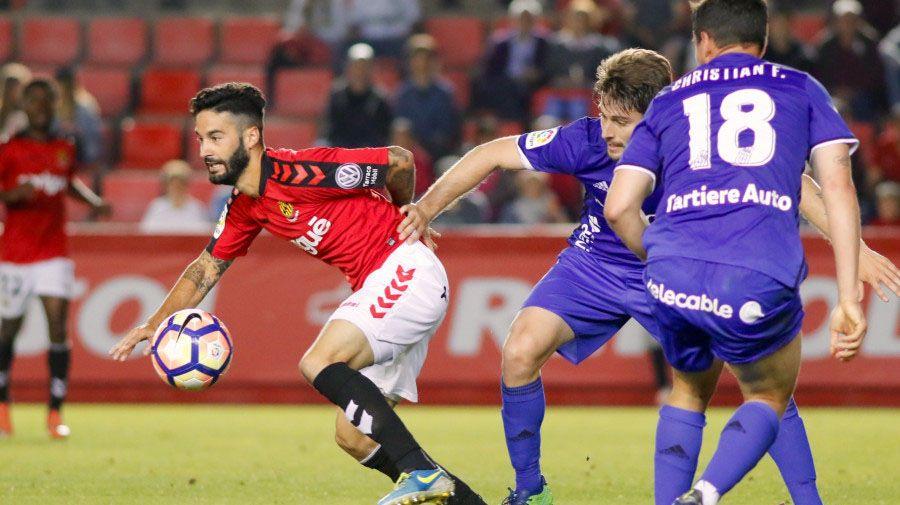 Llegada de Unzué a Vigo.Los jugadores del Oviedo calientan en las instalaciones de El Requexón