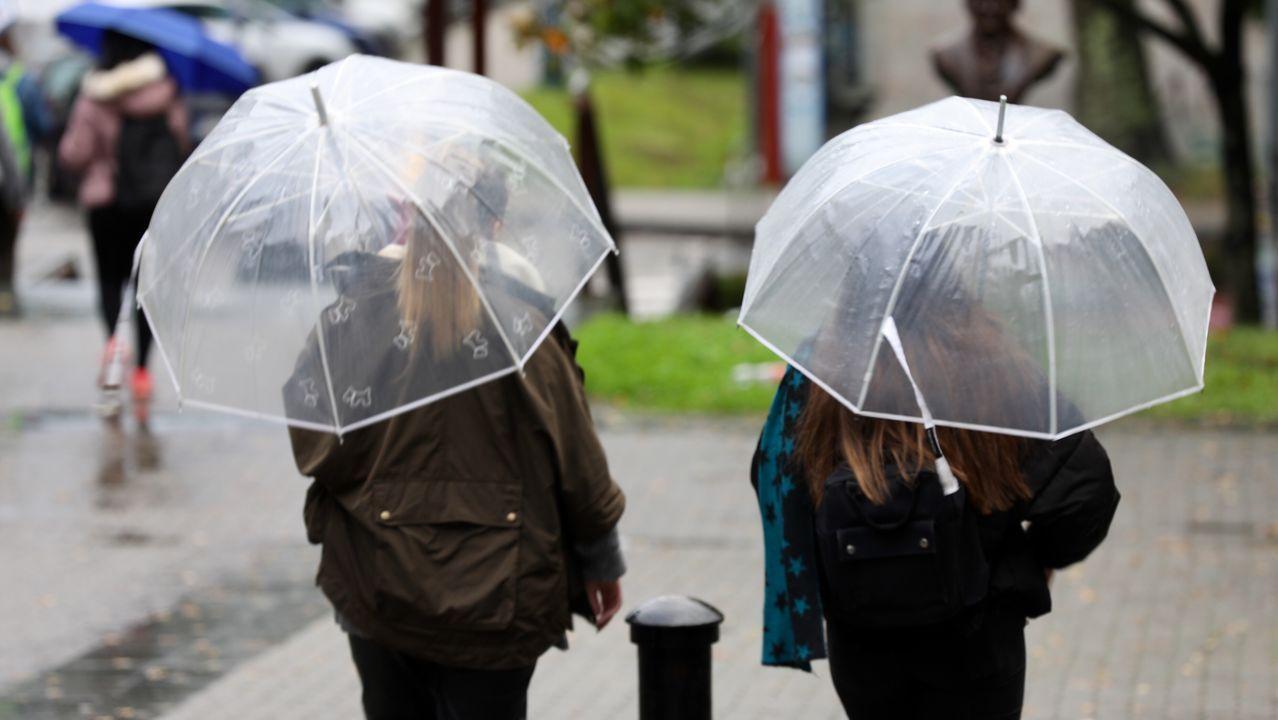 Galicia batirá su récord de días con lluvia este mes.Una subida del río Nalón con motivo de uno de los temporales que vivió Asturias en 2019