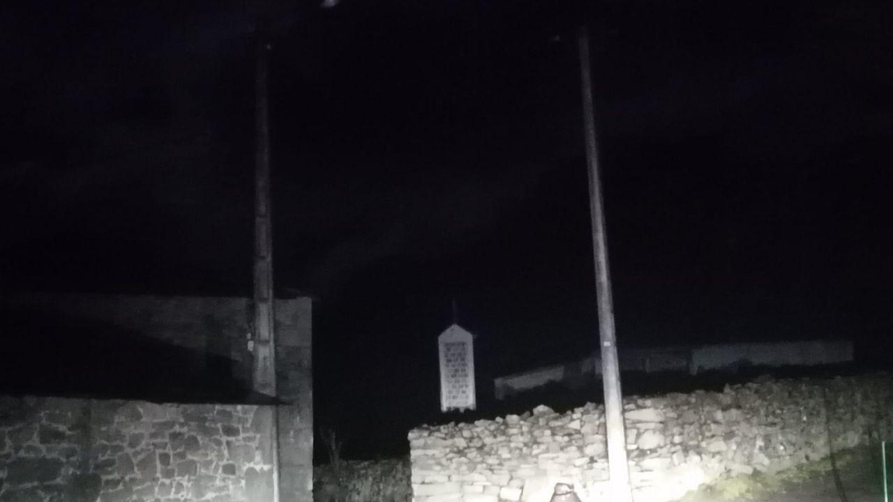 La trayectoria de Quico en imágenes.Biville, una parroquia que estuvo dos meses sin luz, iluminada por un coche