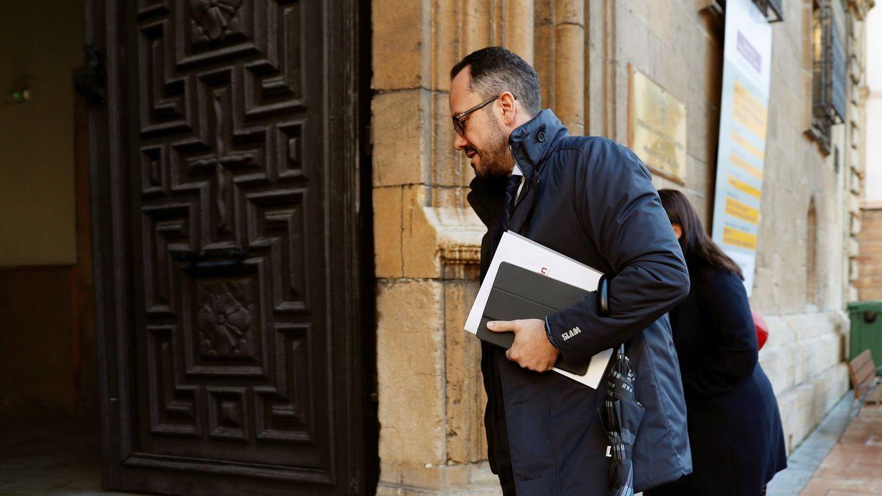 Test covid.El diputado de Vox Ignacio Blanco declaró en calidad de investigado ante el instructor de la Sala de lo Civil y Penal del Tribunal Superior de Justicia de Asturias que investiga la denuncia interpuesta por el alcalde de Bimenes, Aitor García, por su presunta autoría en un delito de injurias e incitación al odio en las redes sociales.