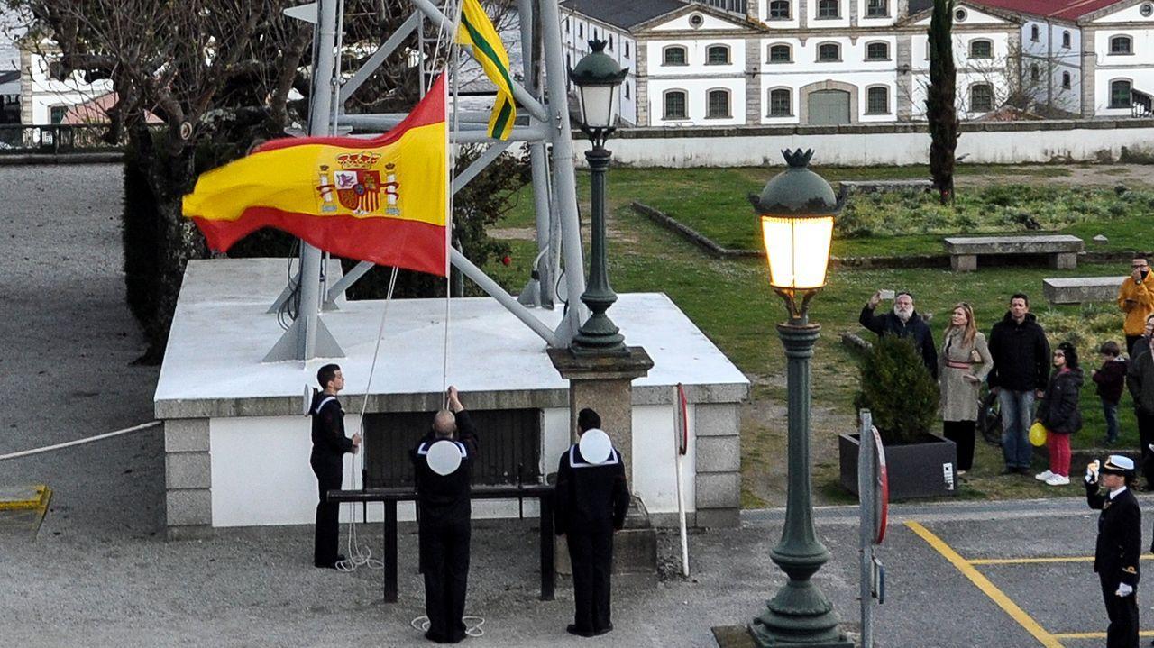 Jura de bandera en la base naval de A Graña.Una milicia huye de la ofensia siria sobre Sarmin