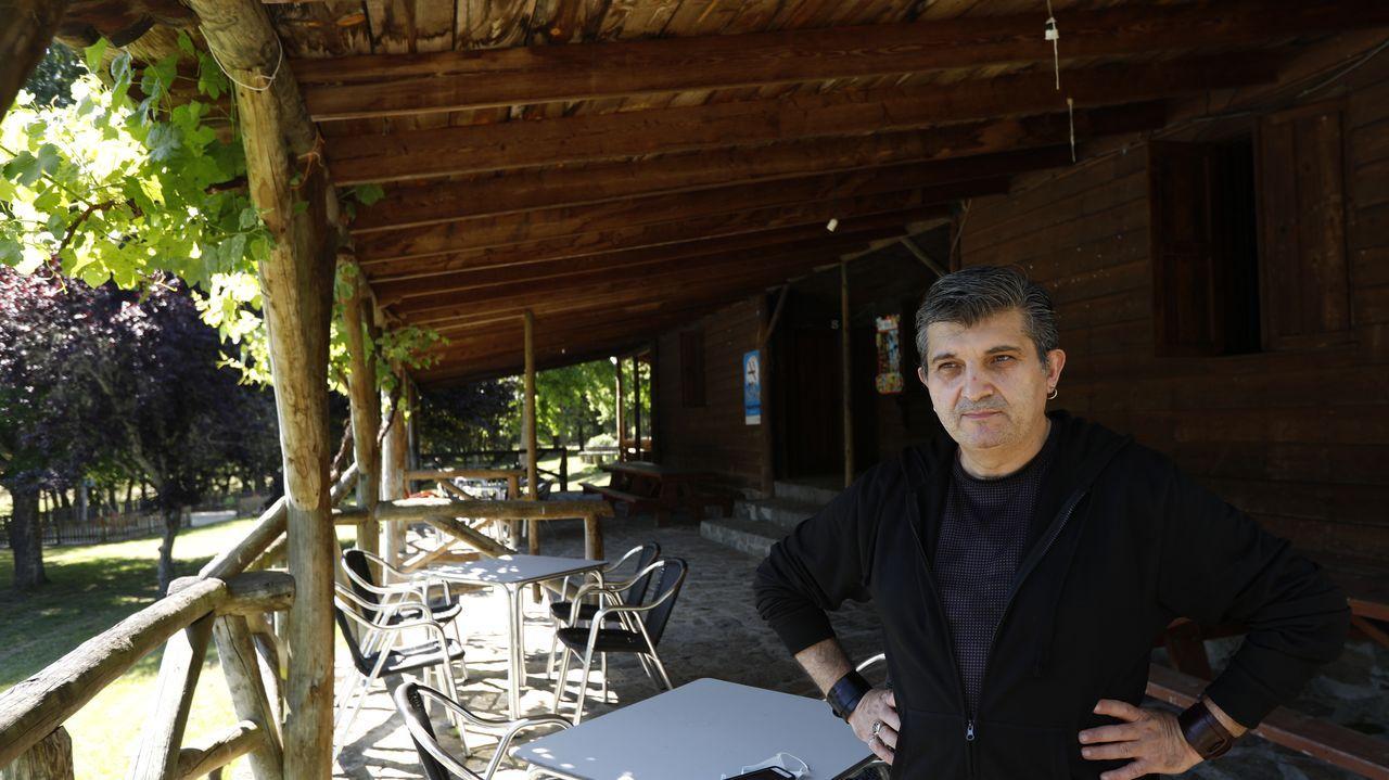 Un paseo por las fortalezas de Ourense.José Manuel Pérez es el nuevo responsable del bar del área recreativa Ponte das Táboas de Castro Caldelas.