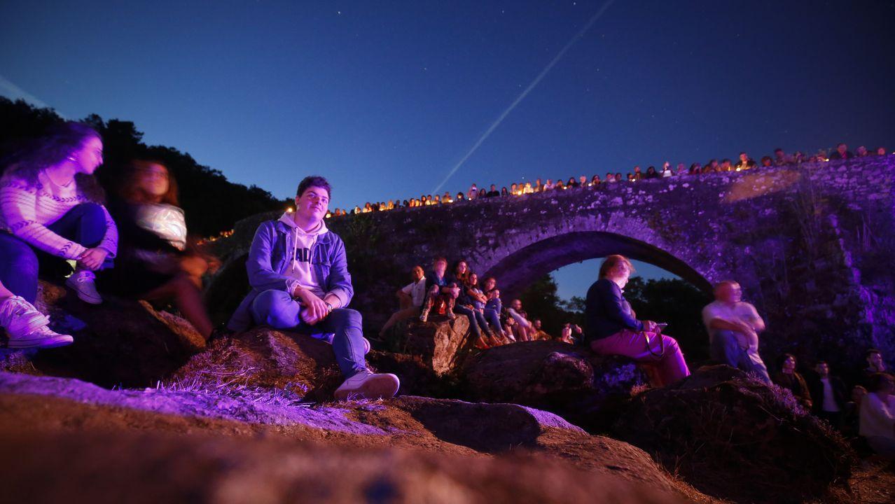 Éxito de público para un «Noites en vela» de encanto en Pontemaceira.Escuela unitaria de O Saltiño, en Boiro, que cerró en el año 2017 porque no se matriculó ningún niño