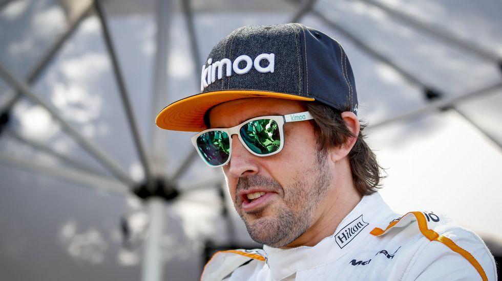 Los nuevos pedidos para la pesca. El piloto español Fernando Alonso del equipo McLaren posa antes del Gran Premio de Australia de la Fórmula Uno 2018, en el Albert Park Circuit en Melbourne, (Australia)