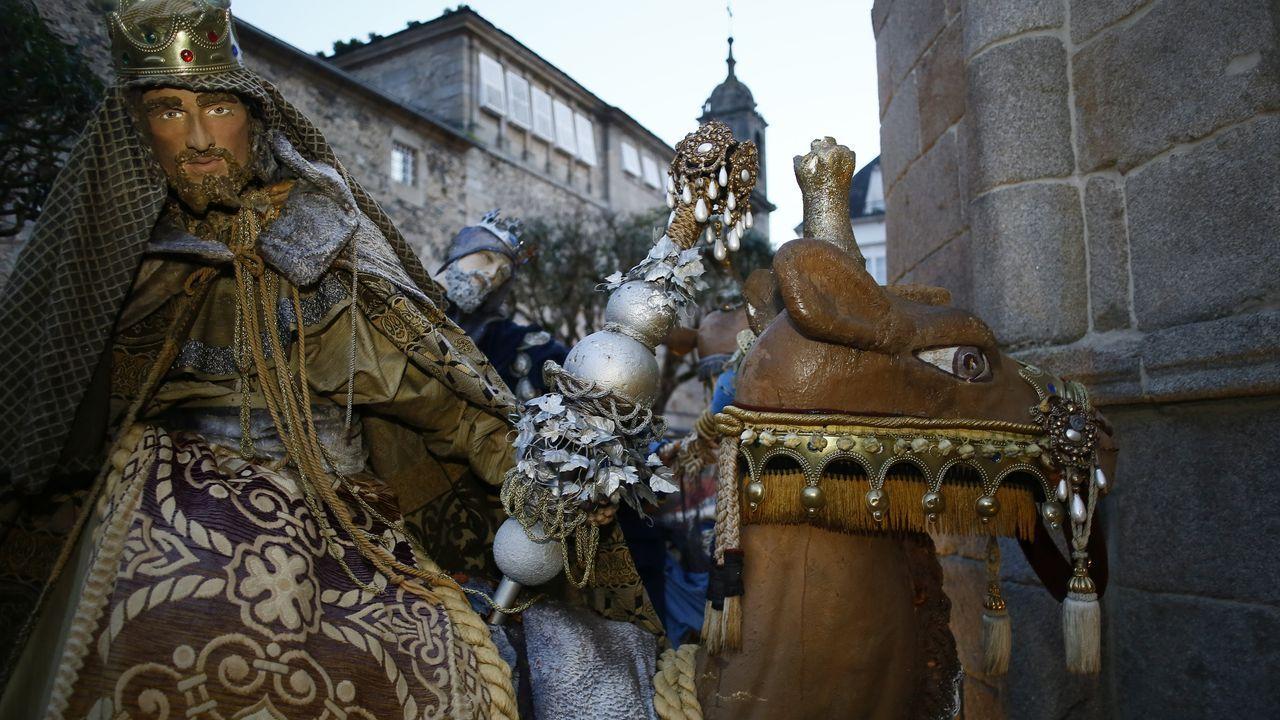 Avanza el montaje del belén a tamaño natural de Viveiro, que podrá visitarse en pleno casco histórico a partir de la primera semana de diciembre y hasta después de Reyes