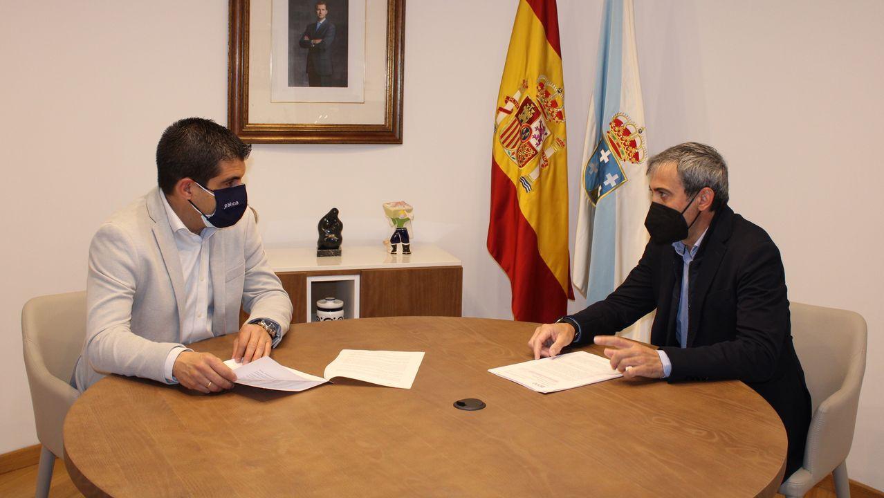 El delegado territorial de la Xunta, Gabriel Alén, y el alcalde de Amoeiro, José Luís López