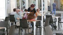 Los bares de toda Galicia solo podrán mantener el servicio a domicilio y de comida para llevar