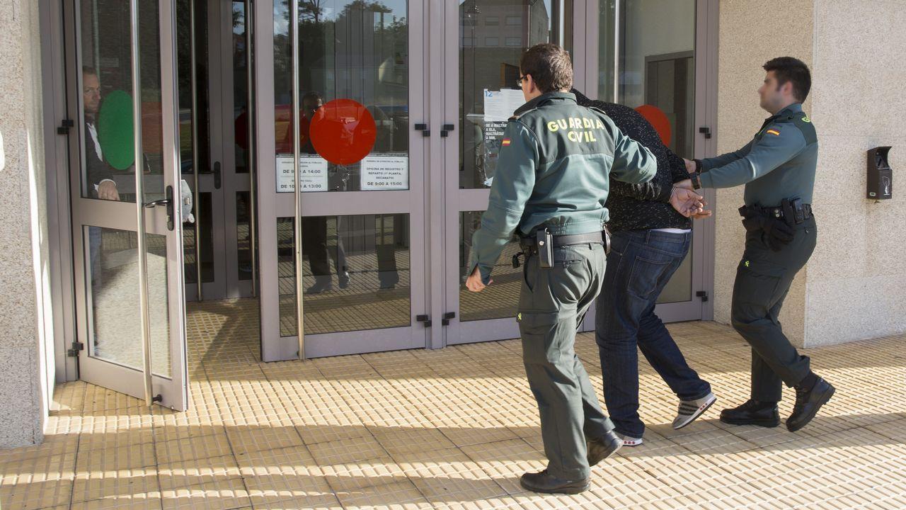 Así fue la segunda andaina solidaria contra el cáncer en Carballo. ¡Mira las imágenes!.Iván Añón y los otros dos acusados durante el juicio que se celebró en el 2008 en la audiencia de A Coruña