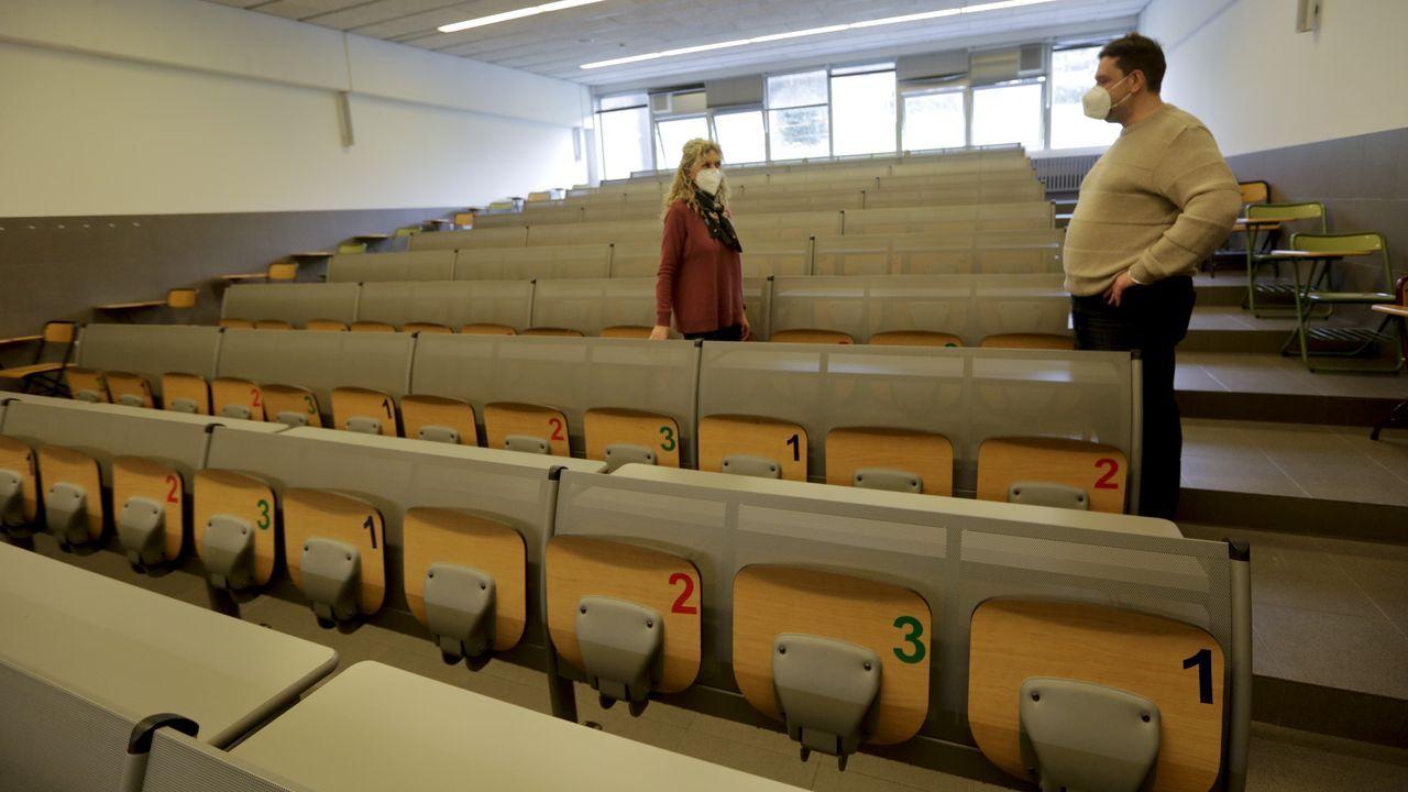 Cribado test de antigenos estudiantes de la Universidad de Vigo.Supervisión esta semana de las aulas de la Facultade de Economía e Empresa de la UDC, con los asientos rotulados para permitir su uso seguro en tres turnos de docencia diarios