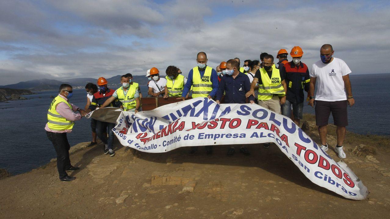 Declaraciones del comité de Alcoa desde el banco de Loiba.El comité de Alcoa San Cibrao, en Loiba (Ortigueira)
