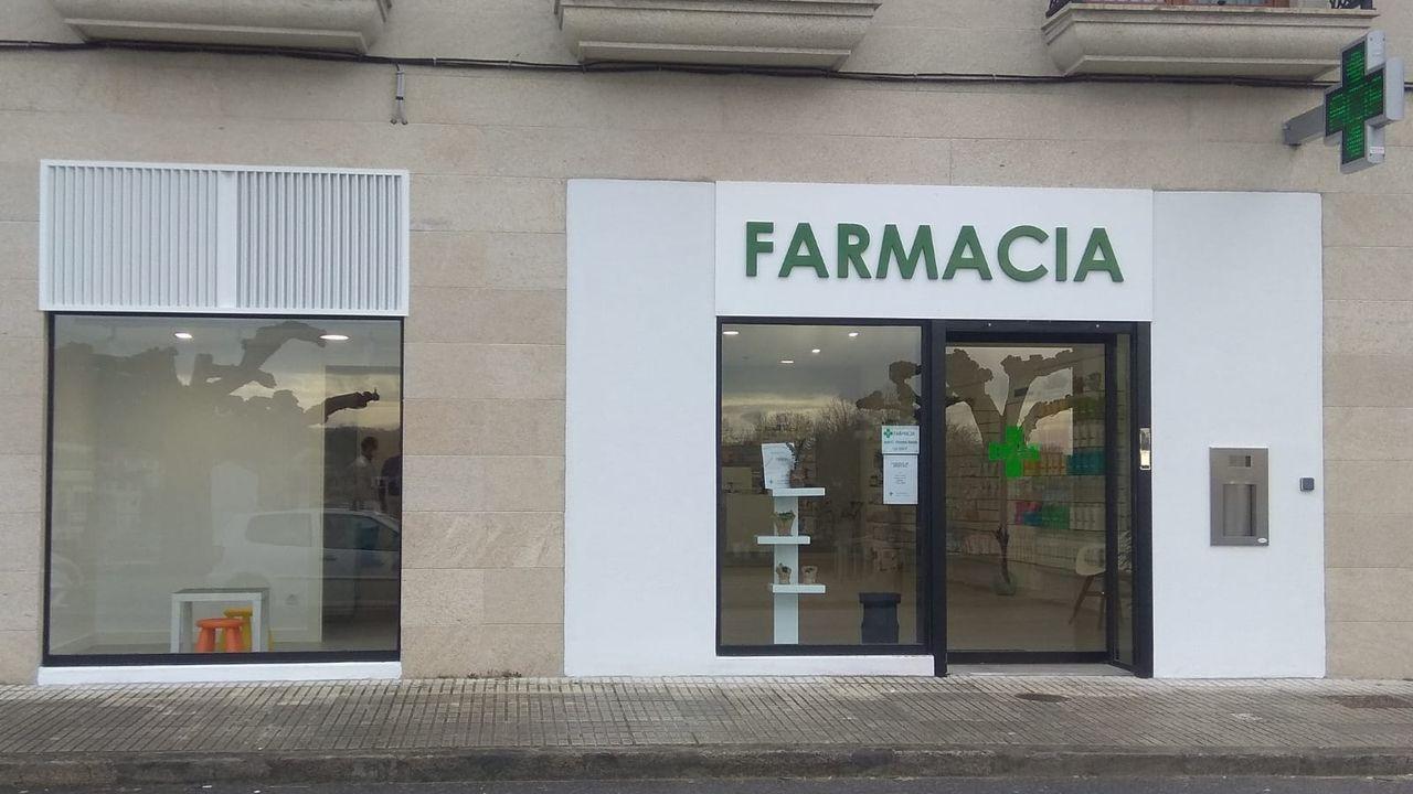 Exterior de la nueva farmacia de Friol