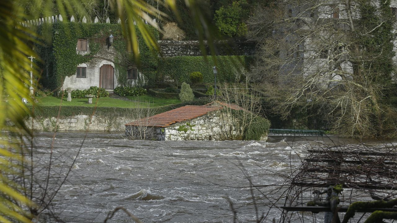 Los ríos del área de Santiago, a reventar.Imagen de archivo de Sigüeiro en el 2003