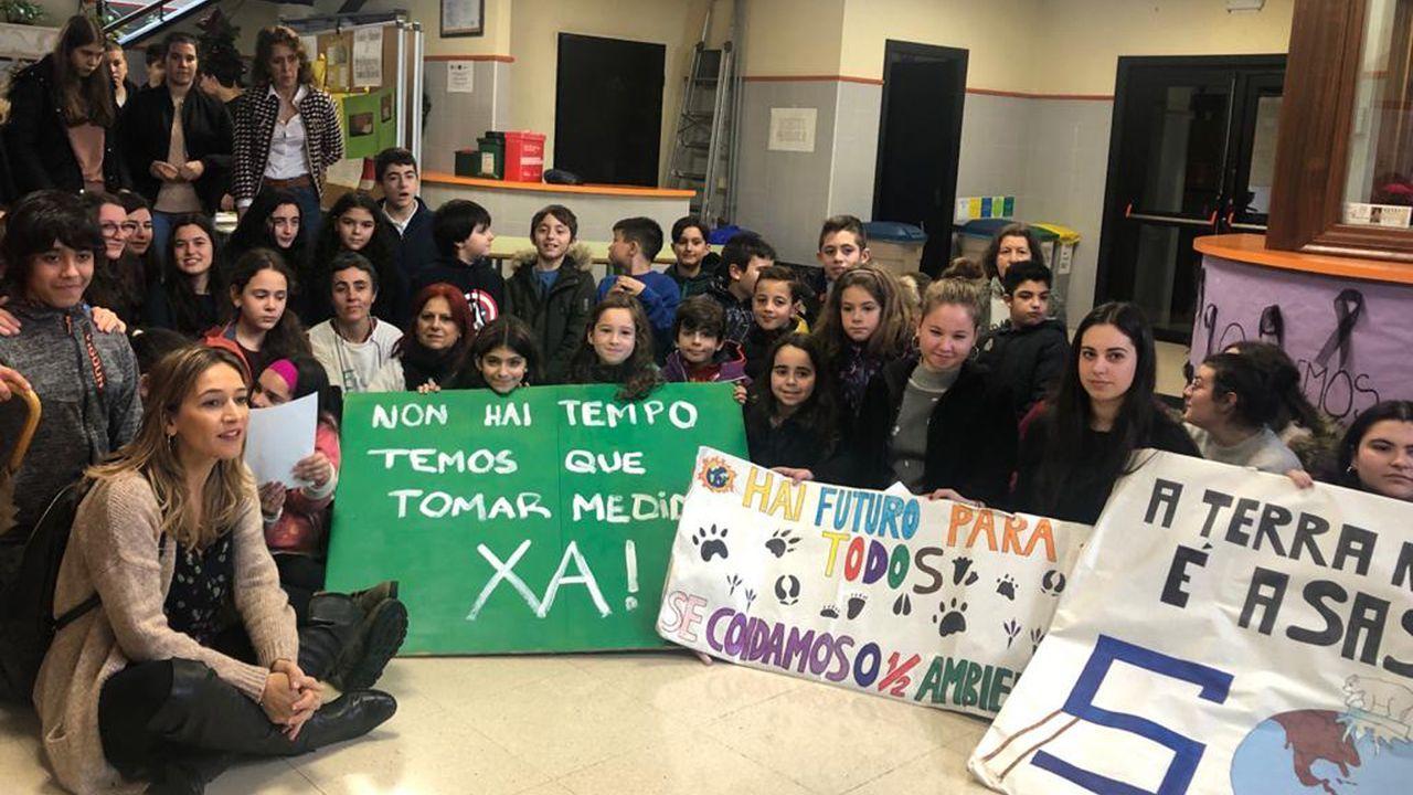 Miriam Leirós y sus alumnos se unieron este viernes a la sentada protesta de Teachers For Future porque en la COP de Madrid no se han alcanzado acuerdos para tomar medidas contundentes contra el cambio climático