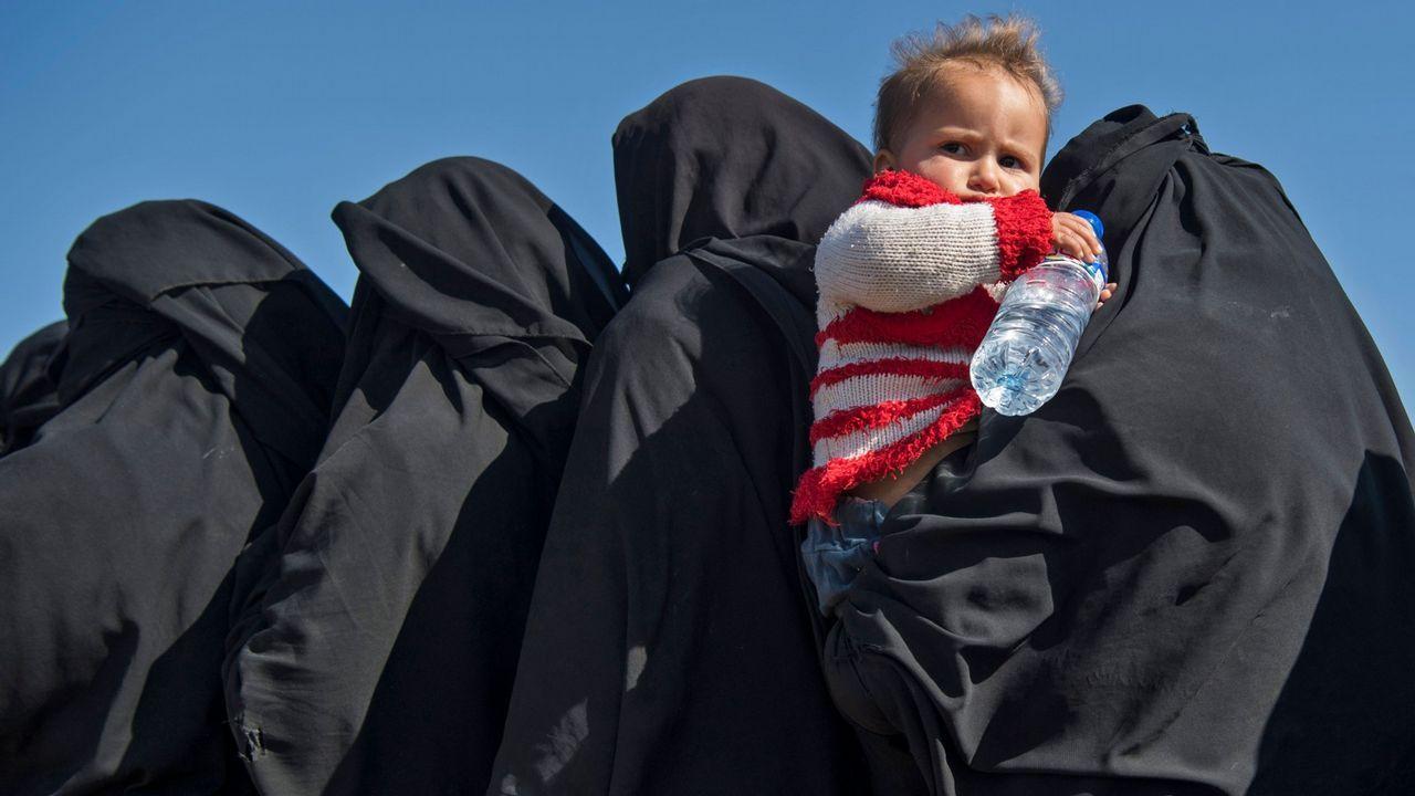 En una semana cientos de mujeres y niños han huido del último reducto que controla el Estados Islámico en Siria