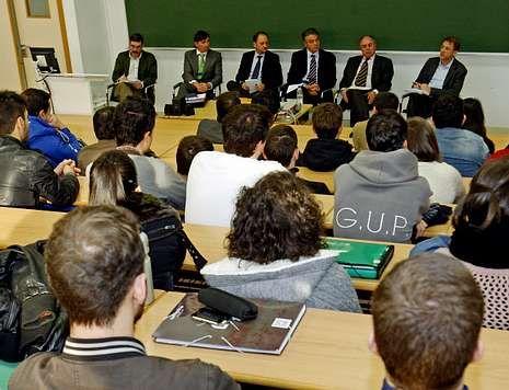 El panel de especialistas forestales y directivos de Ence se sometió a las preguntas del público.