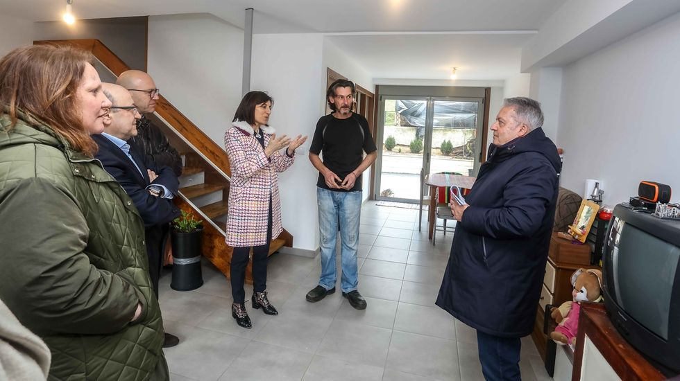 Guardar la distancia. El Rexistro Xeral del Concello de Pontevedra luce una barrera para evitar la proximidad entre usuarios y funcionarios.