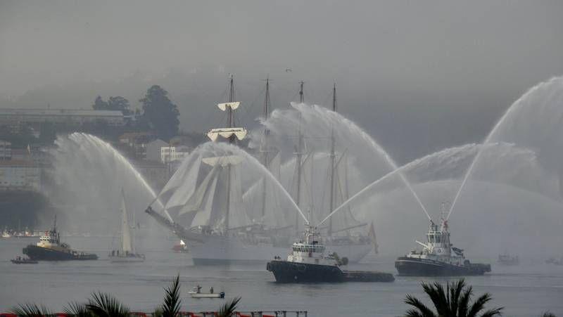 La movilización del naval carga contra el ministro Montoro.Inundaciones en el parking del Cantón