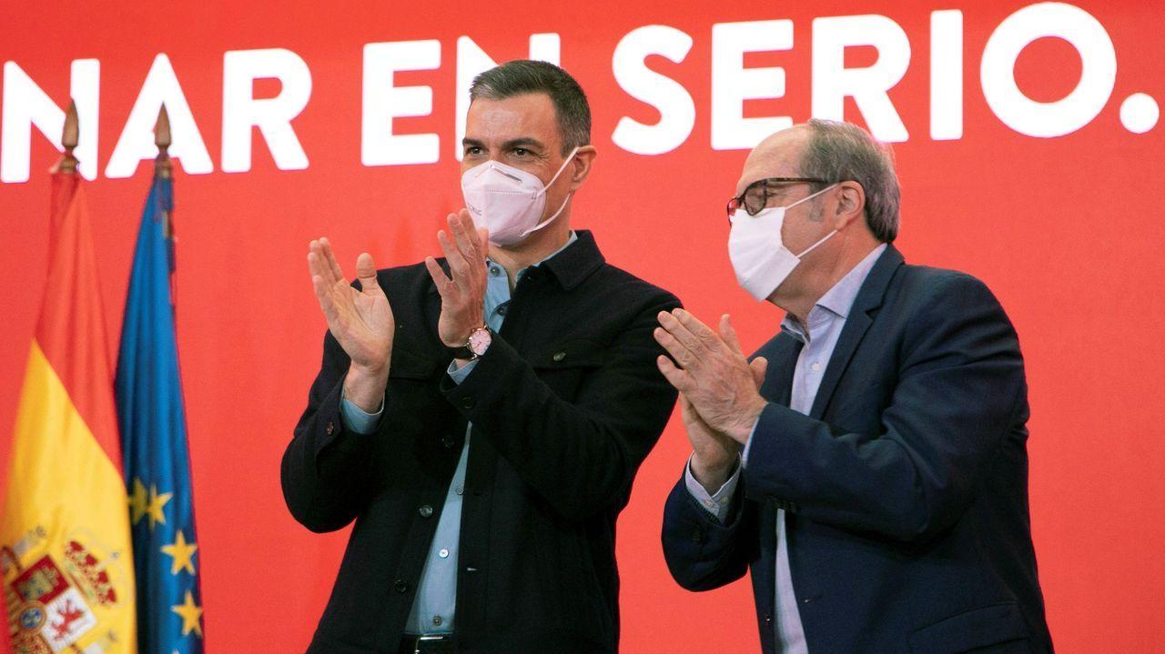 Pedro Sánchez y Ángel Gabilondo en un acto del PSOE sobre cambio climático, este domingo en la sede de Ferraz, en Madrid