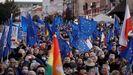 Manifestantes durante la marcha de apoyo a la UE en Varsovia (Polonia)