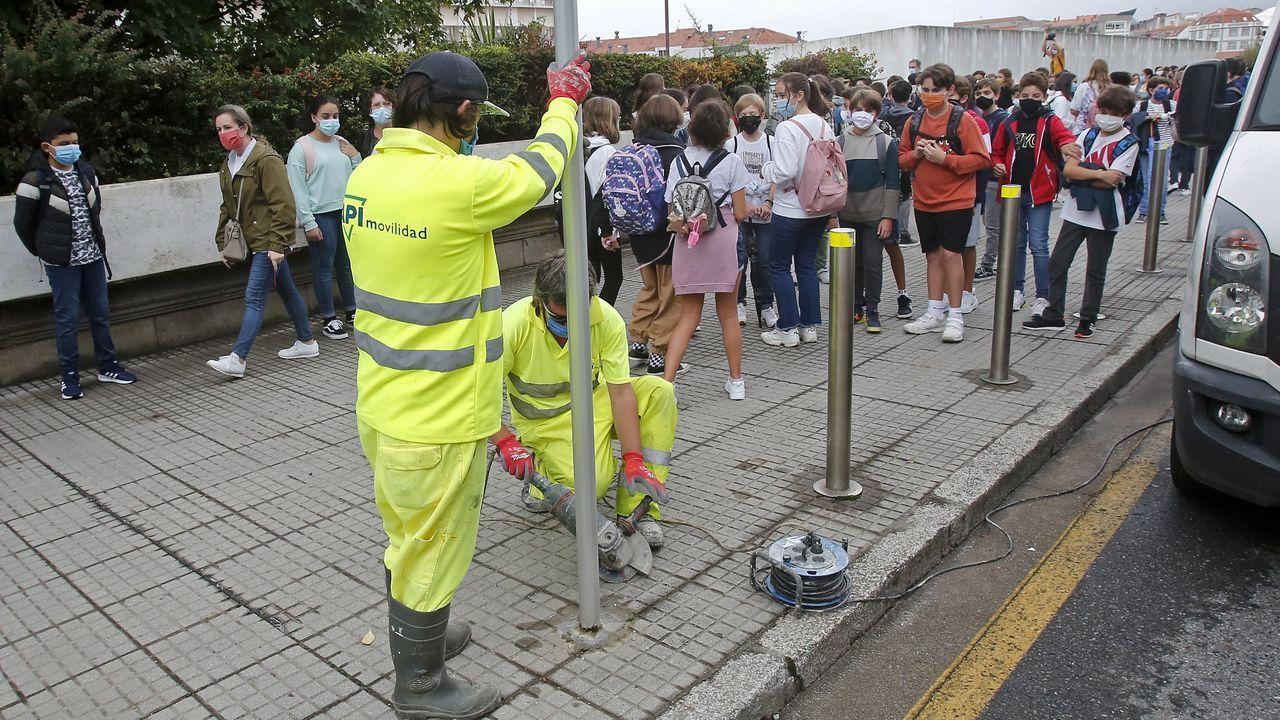 Trabajos previos a la peatonalización de  la avenida de Reina Victoria, en Pontevedra