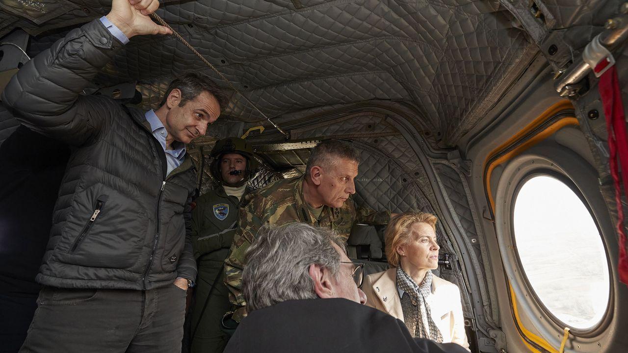 Mitsotakis, Von der Leyen y Sassoli observaron desde un helicoptero la situación en el el río Evros, frontera natural entre Grecia y Turquía