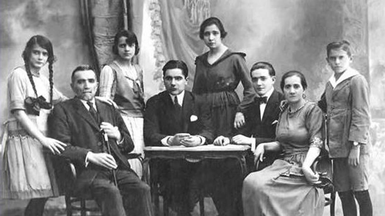 Una familia uruguaya que se muda a Santadrao, Castroverde.«Santa» -que causó no poco estupor en la Exposición Nacional de Bellas Artes en Madrid de 1926- formará parte de la muestra «Galicia, un relato no mundo»