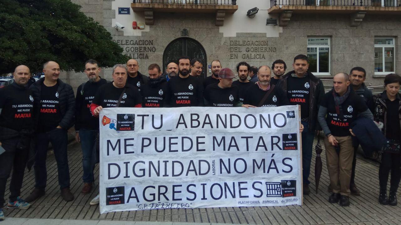 Intensifican la búsqueda del joven condenado por asesinato que se fugó de Teixeiro.Iván Añón y los otros dos acusados durante el juicio que se celebró en el 2008 en la audiencia de A Coruña