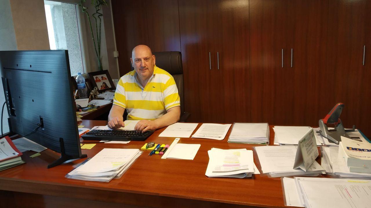 Guillermo Leal, en la gestoria que regenta en Viveiro