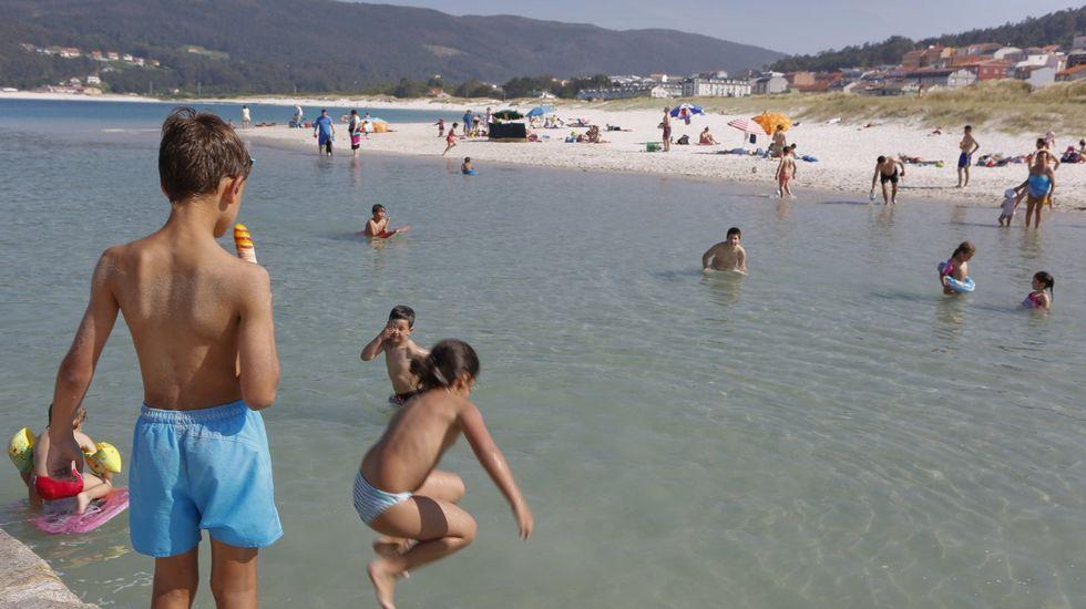 Playa de Retorta, en Boiro.Playa de Laxe, en Laxe