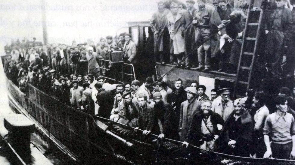La socialista María Luisa Carcedo.Milicianos asturianos llegando a Francia en octubre de 1937