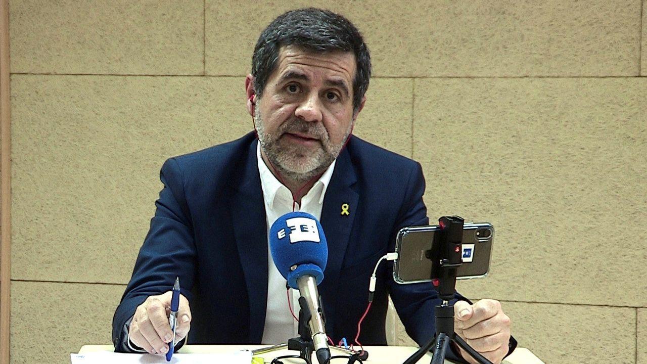 El himno de España se cuela en la ofrenda floral del Govern por la Diada.Jordi Sànchez critica las ansias de poder de ERC