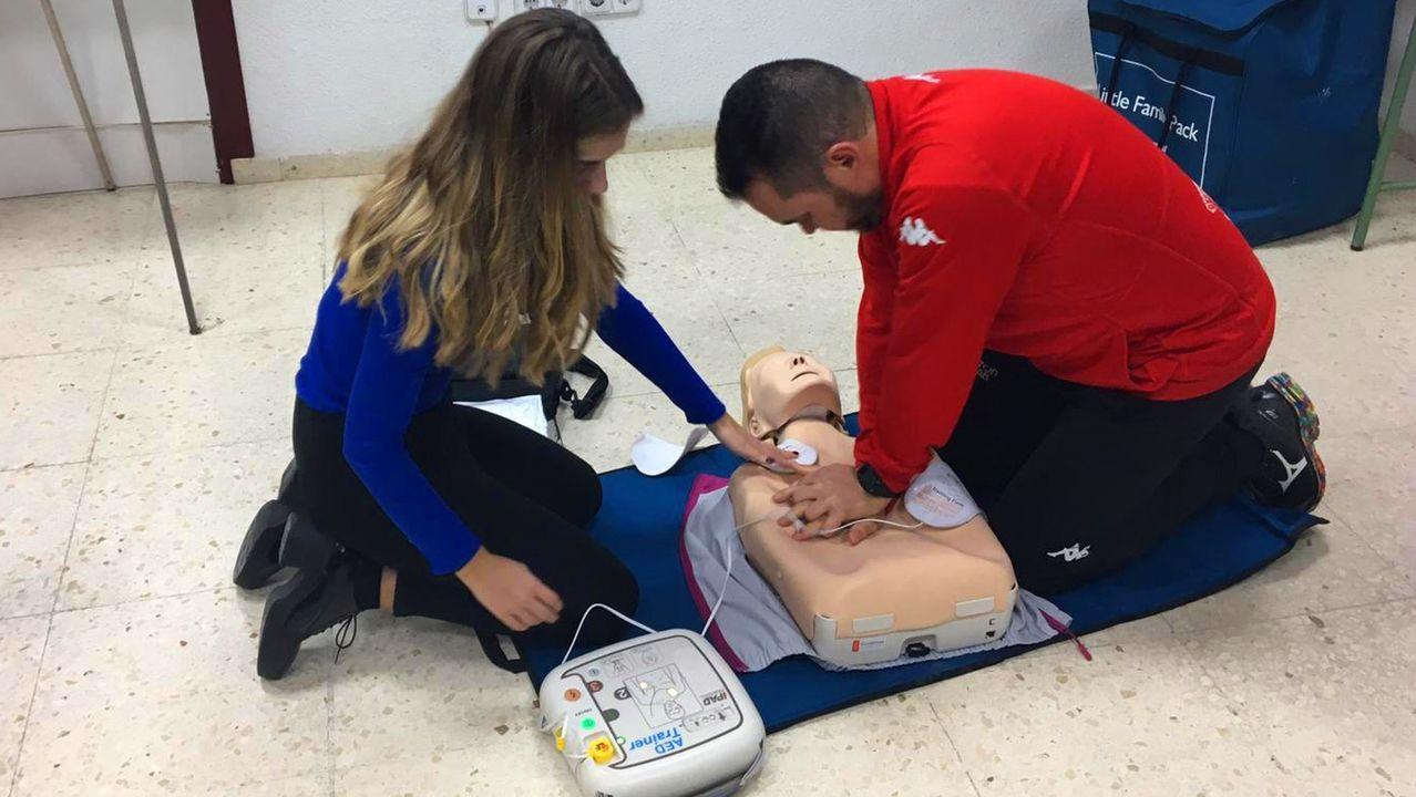 Una ambulancia transporta a pacientes con dolencias renales a recibir tratamiento de dialisis