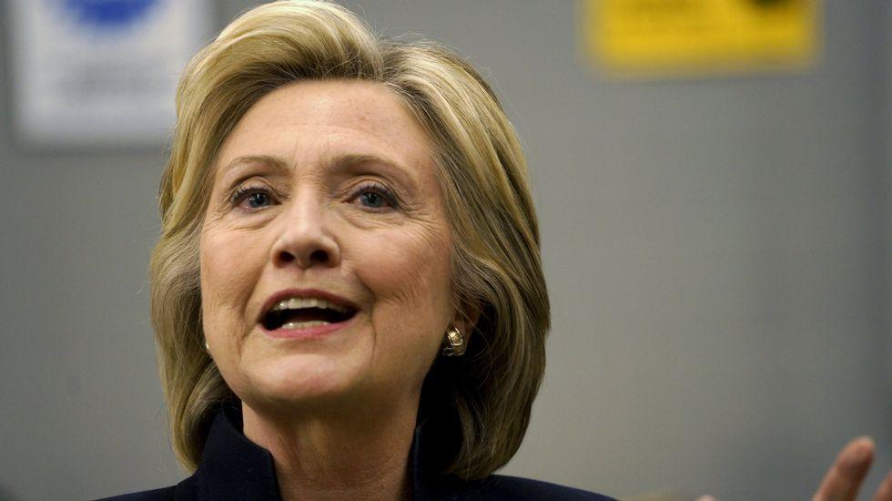 El presidente del Comité de Relaciones Exteriores del Senado, Bob Corker..Hillary Clinton, secretaria de estado de EE. UU. y candidata a presidenta.