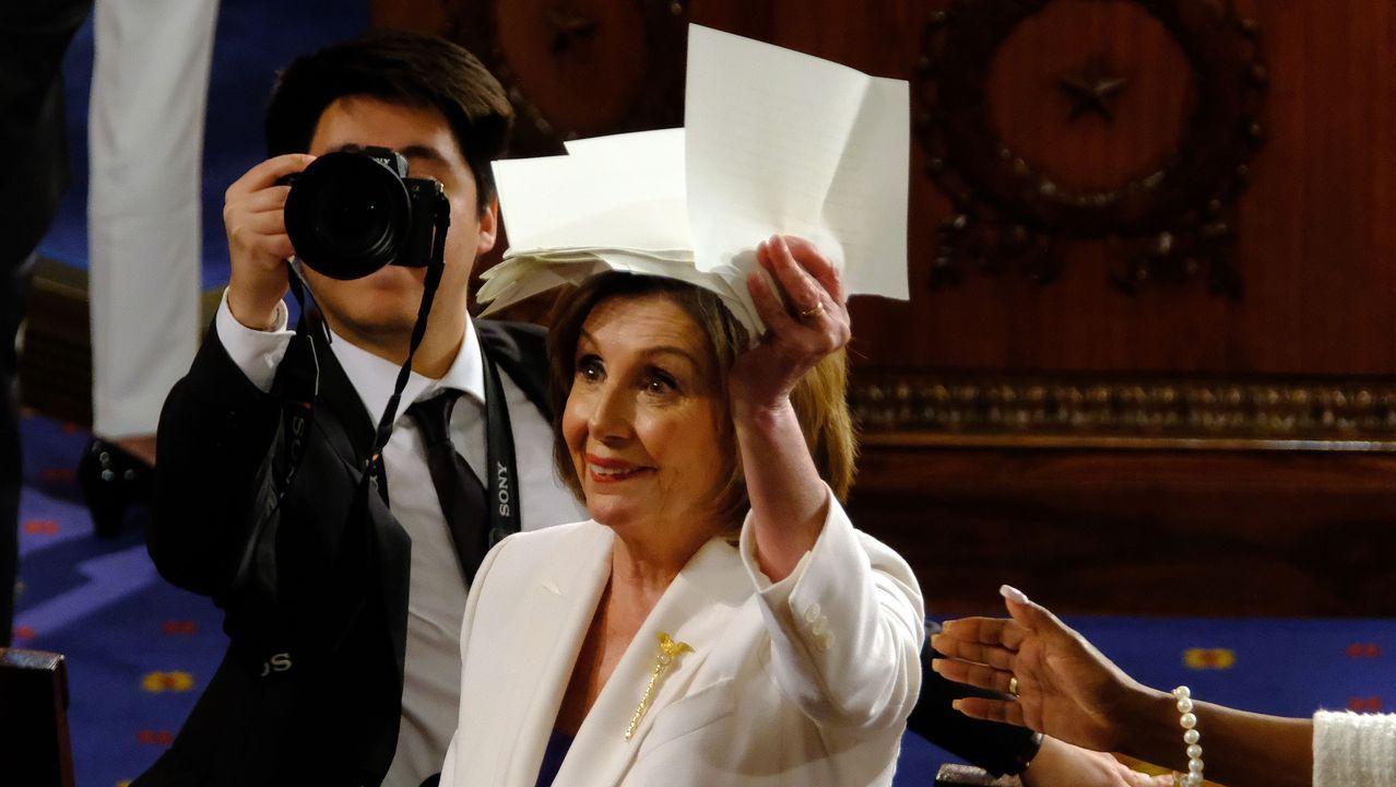 Nancy Pelosi, con la copia del discurso de Trump que rompió